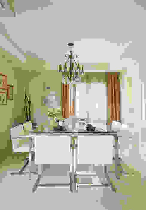Apartamento na Vila Nova Conceição II Salas de jantar modernas por Liliana Zenaro Interiores Moderno