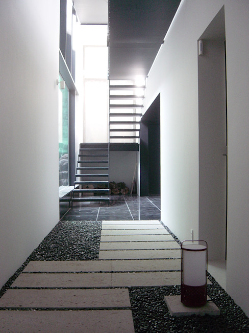 Modern Corridor, Hallway and Staircase by suz-sas Modern Tiles