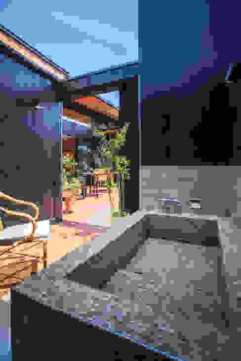 外風呂のある暮らし オリジナルスタイルの お風呂 の イシマルデザイン 一級建築士事務所 オリジナル タイル