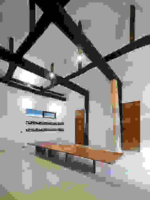Operation KOMINKA 和風デザインの ダイニング の 長友建築研究室 和風 木材・プラスチック複合ボード