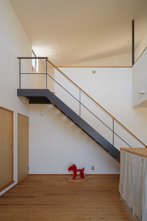 toki Architect design office Modern Corridor, Hallway and Staircase Aluminium/Zinc Grey