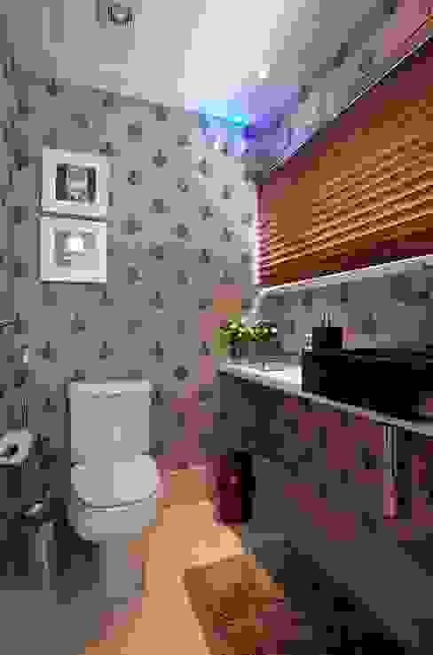 Lavabo Casas de banho clássicas por Escritório de Arquitetura e Interiores Janete Chaoui Clássico