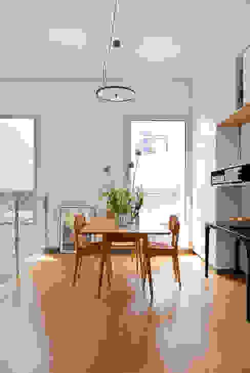 La salle à manger Salle à manger moderne par MELANIE LALLEMAND ARCHITECTURES Moderne