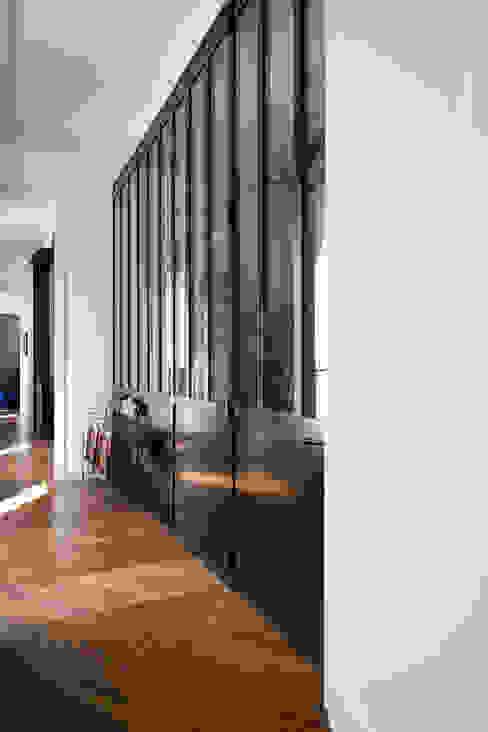 Le couloir Couloir, entrée, escaliers industriels par MELANIE LALLEMAND ARCHITECTURES Industriel