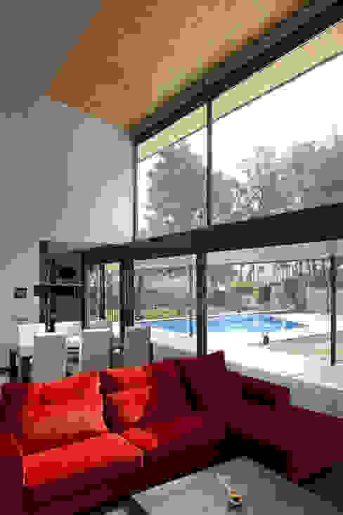 CASA BOSC Salones de estilo minimalista de AR47 SCP Minimalista