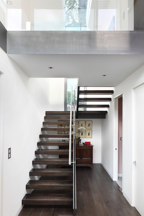 E2 PAVILION ECO HOUSE, BLACKHEATH Modern corridor, hallway & stairs by E2 Architecture + Interiors Modern