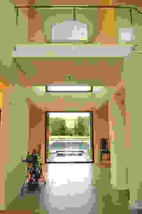 Corridor & hallway by Parrado Arquitectura