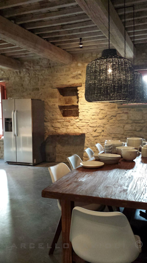 Rustic style dining room by Marcello Gavioli Rustic
