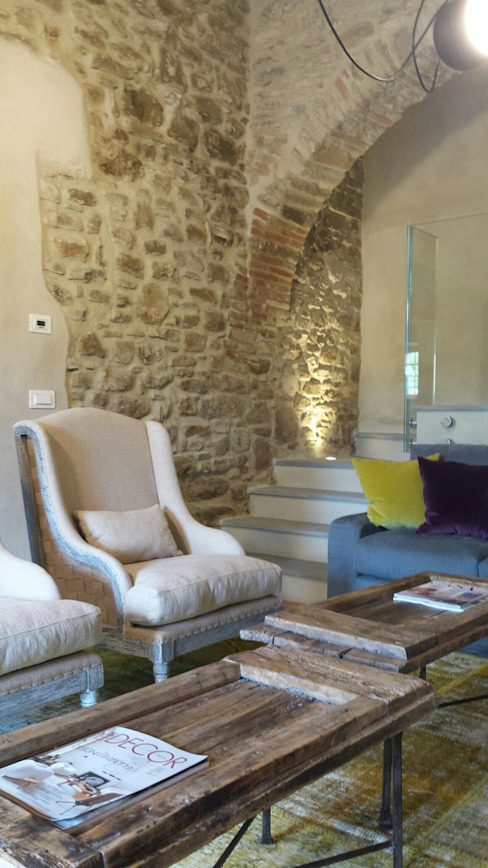 Salas / recibidores de estilo  por Marcello Gavioli, Rústico