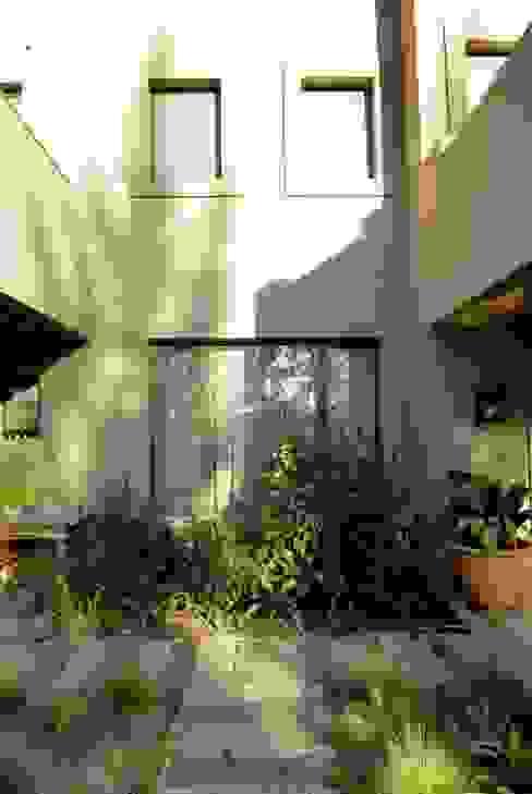 DETALLE Jardines modernos: Ideas, imágenes y decoración de Parrado Arquitectura Moderno