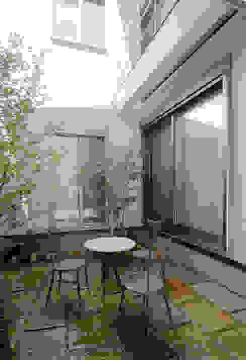 階段の家 モダンな庭 の 鶴巻デザイン室 モダン