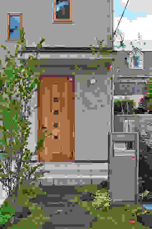 玄関とコハウチワカエデ 新美園 オリジナルな 庭