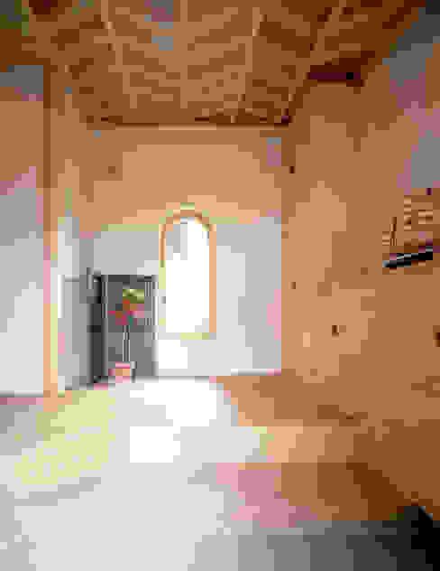 鳴滝の家 和風スタイルの 壁&フローリングデザイン の 鶴巻デザイン室 和風