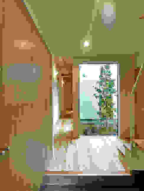 鶴巻デザイン室 Jardines de estilo moderno