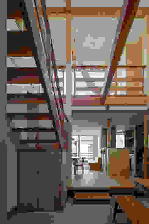 玄関土間から吹抜けを見る: 小野育代建築設計事務所が手掛けた和室です。,オリジナル