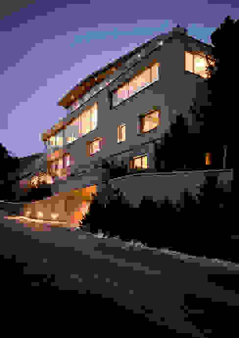 Villa im Engadin von steigerconcept ag Modern