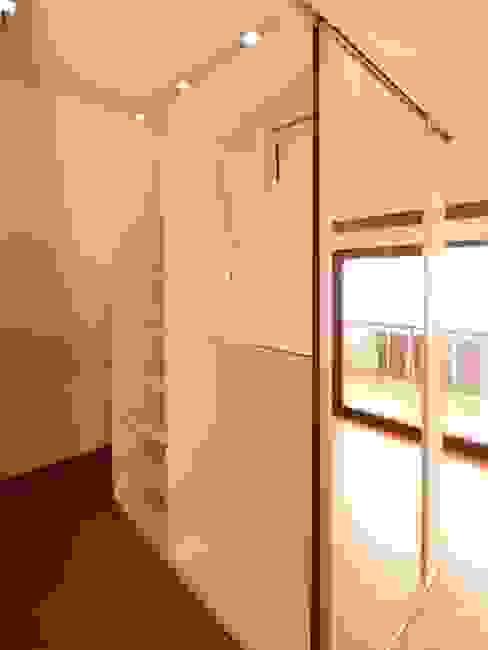 Bedroom by Schreinerei Niebler,