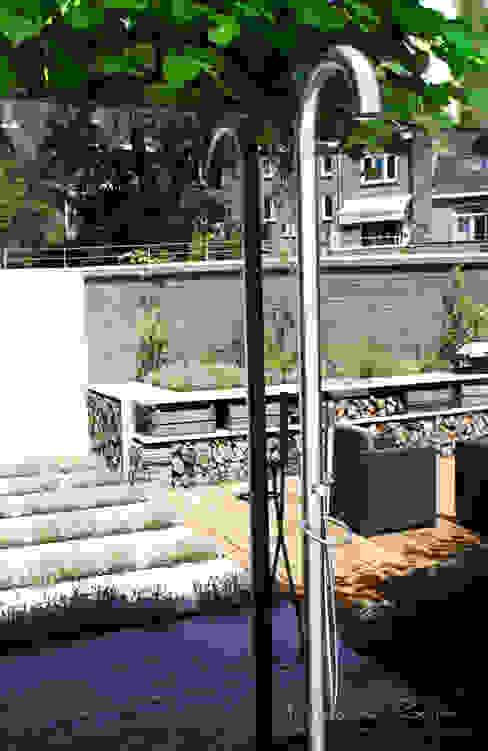 Weerspiegeling: modern  door Buro van Rooijen, Modern