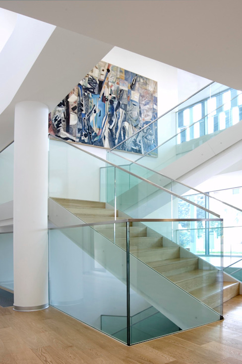 scala in vetro Ingresso, Corridoio & Scale in stile moderno di Rizzo 1830 Moderno Vetro