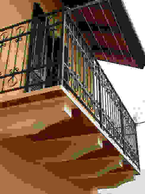 balcone Zuhause Claudio Molinari Balcone, Veranda & Terrazza in stile eclettico