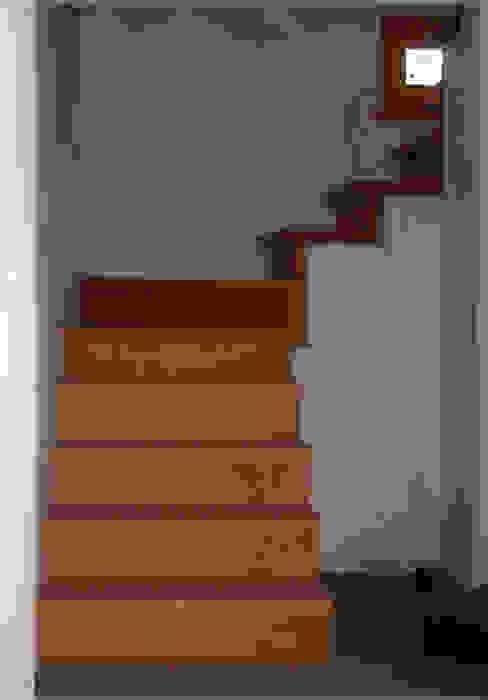 Corredores, halls e escadas clássicos por Zuhause Claudio Molinari Clássico