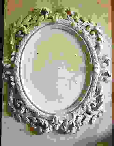 Moldura de gesso_ Plaster Frame Paredes e pisos clássicos por Iva Viana Atelier de Escultura Clássico