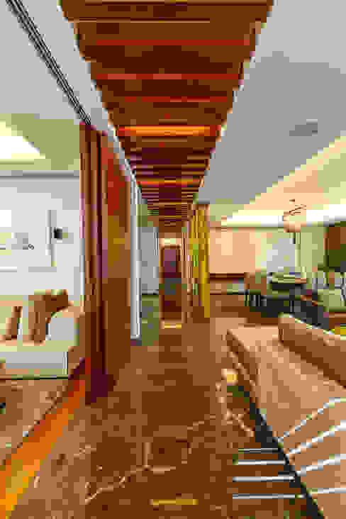 ห้องโถงทางเดินและบันไดสมัยใหม่ โดย Enrique Cabrera Arquitecto โมเดิร์น