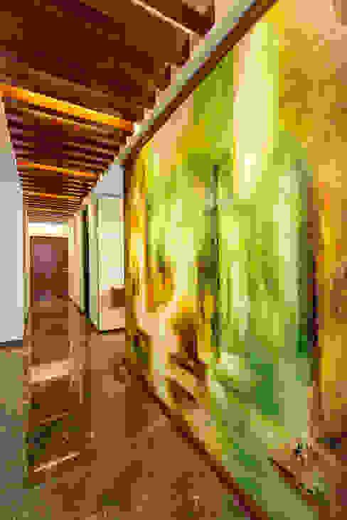 Hành lang, sảnh & cầu thang phong cách hiện đại bởi Enrique Cabrera Arquitecto Hiện đại