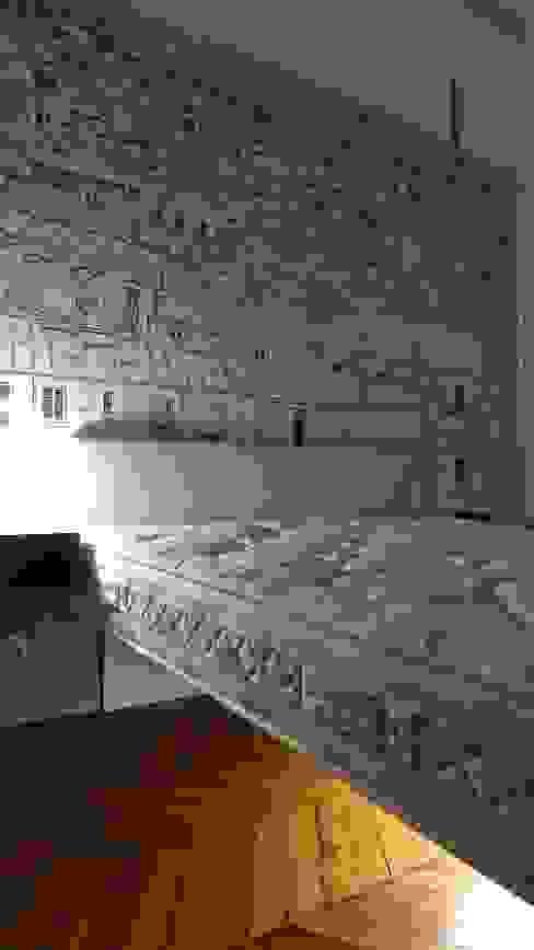 Papier peint Paris, lit suspendu. Chambre d'enfant moderne par Fella DESPRES, Décoration D'intérieur. Moderne
