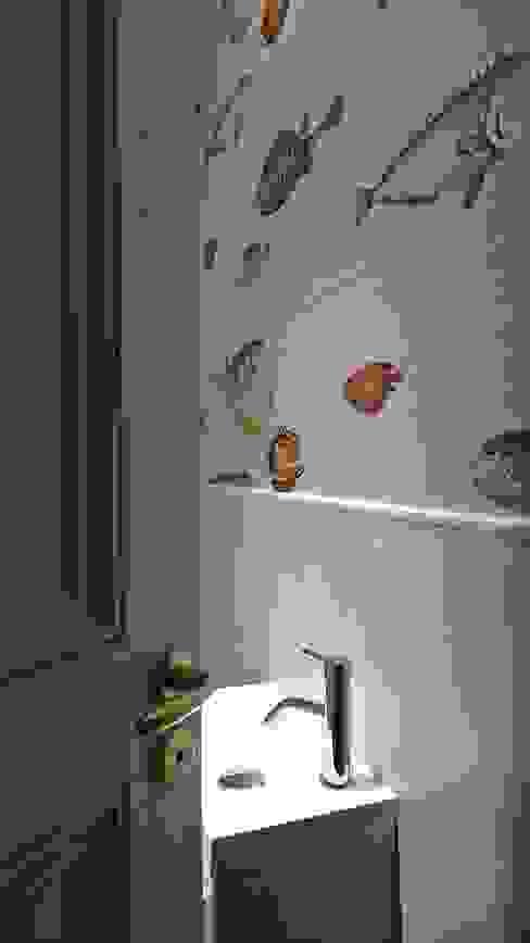 Espace toilettes, détail papier peint. Fella DESPRES, Décoration D'intérieur. Salle de bain moderne