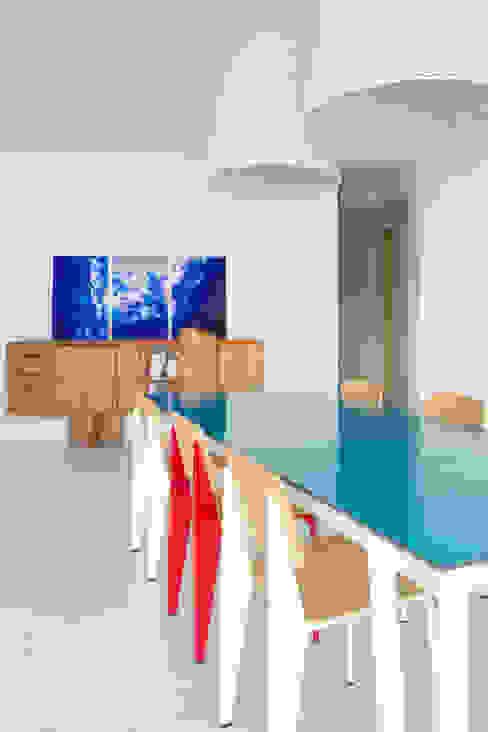 Mediterranean style dining room by nesso Mediterranean