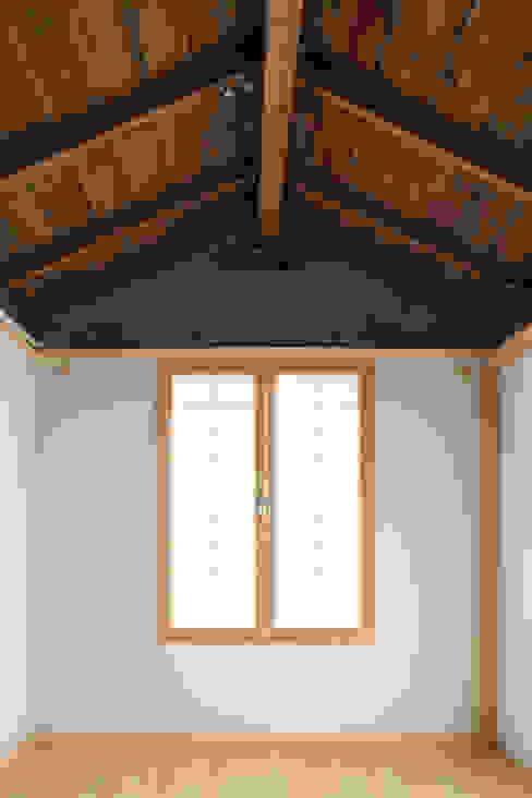 Salas / recibidores de estilo  por HANMEI - LEECHUNGKEE, Moderno