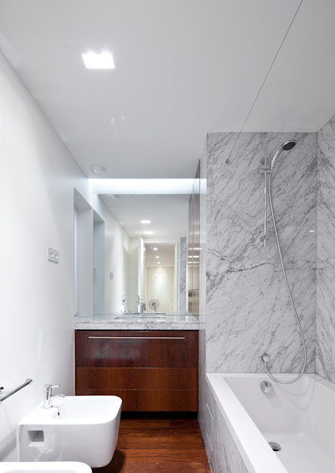 Pedra Silva Architects Modern bathroom Marble White