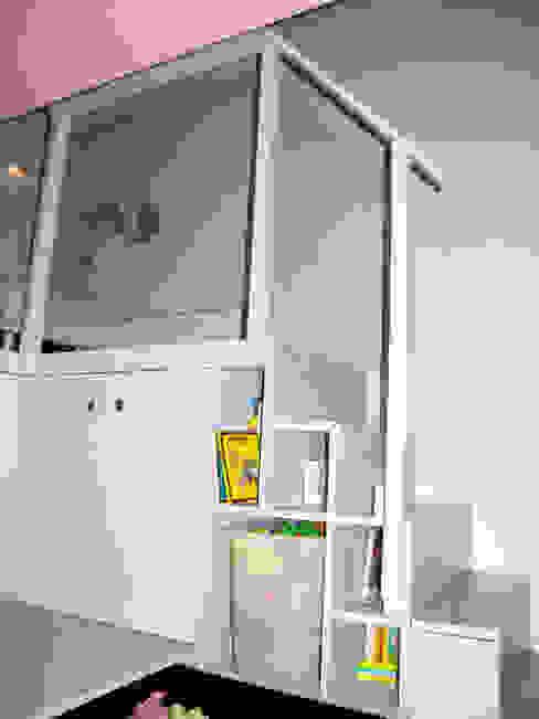 Côté fille Chambre d'enfant moderne par I.D.E.E Moderne