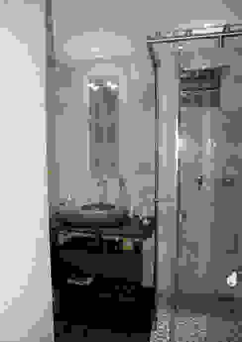 Salle de bain du fils Salle de bain moderne par I.D.E.E Moderne