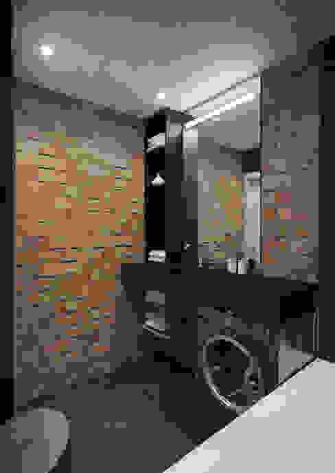 Casas de banho ecléticas por tim-gabriel Industrial
