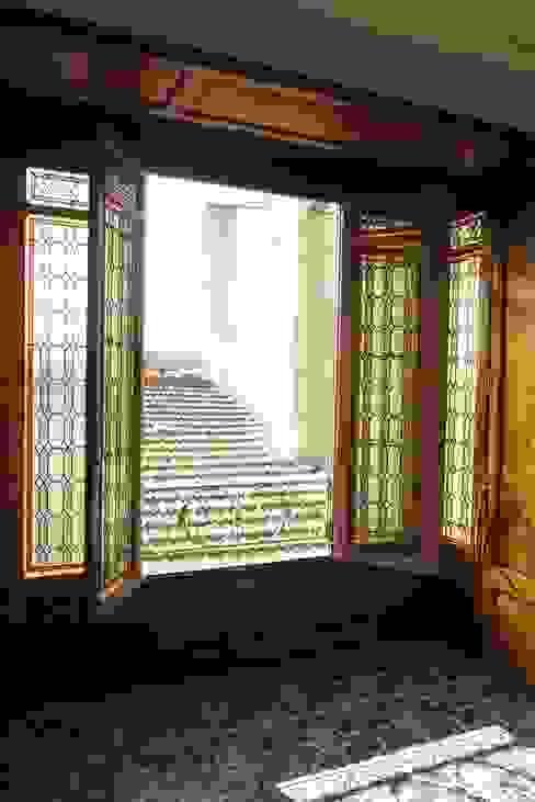 elegance d'un vitrail classique Fenêtres & Portes classiques par Verre et Vitrail Classique