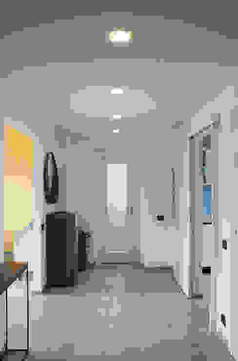 Modern Corridor, Hallway and Staircase by Valentina Cassader Modern