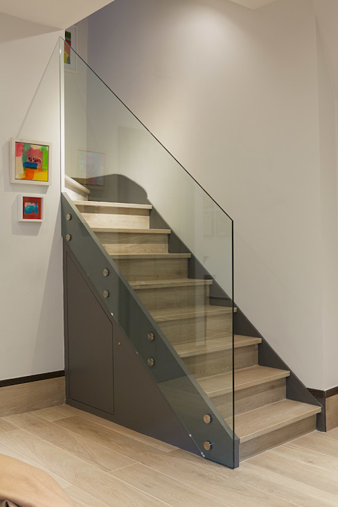 CONTEMPORARY GLASS STAIRCASE IS AND REN STUDIOS LTD Modern Corridor, Hallway and Staircase