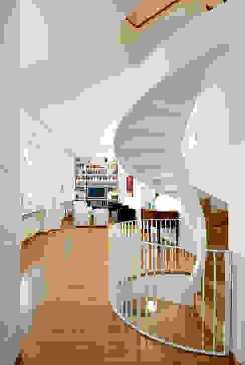 Modern Corridor, Hallway and Staircase by Padi Costruzioni Modern