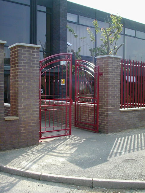 Automatic steel gates Eclectic style commercial spaces by AGD Systems Eclectic