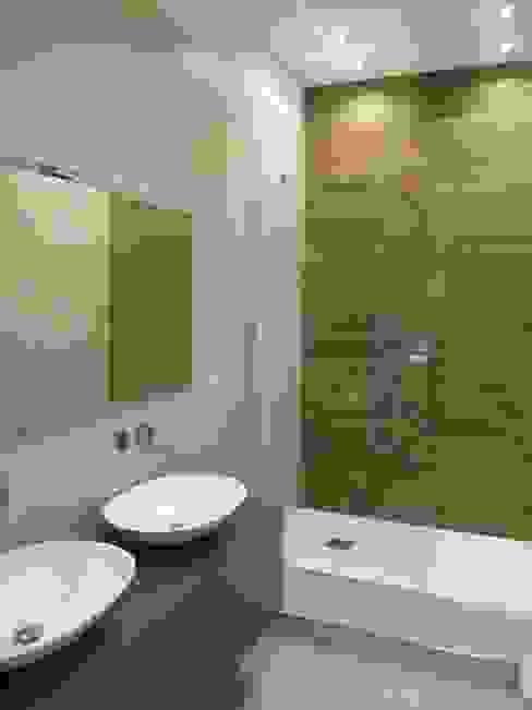Progetto appartamento in Milano - 2015 Bagno moderno di Cozzi Arch. Mauro Moderno