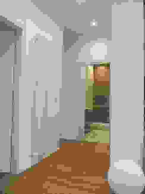 Progetto appartamento in Milano - 2015 Ingresso, Corridoio & Scale in stile moderno di Cozzi Arch. Mauro Moderno