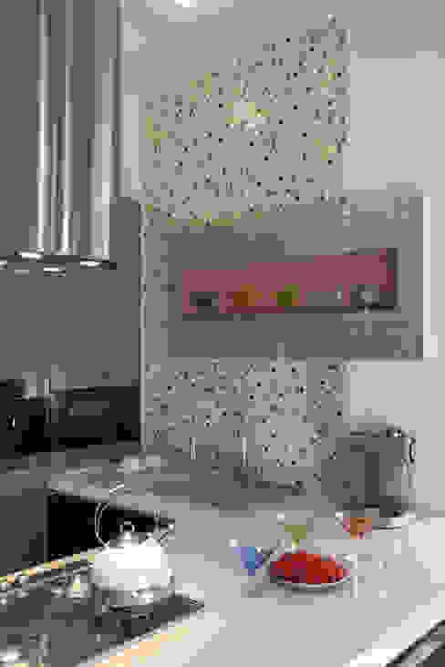 Загородный дом в стиле минимализм: Кухни в . Автор – Дизайн-студия Евгении Ансимовой 'AeHome',