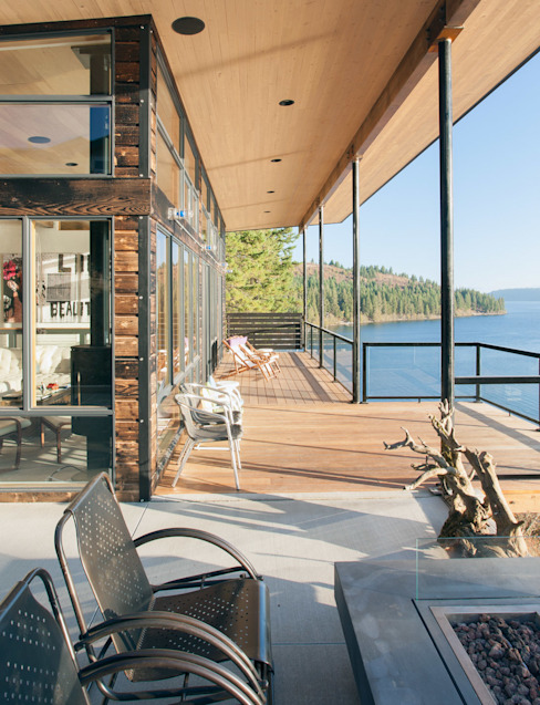 Camp Hammer Балкон и терраса в стиле модерн от Uptic Studios Модерн