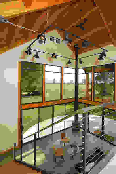 Ingresso & Corridoio in stile  di Uptic Studios, Moderno