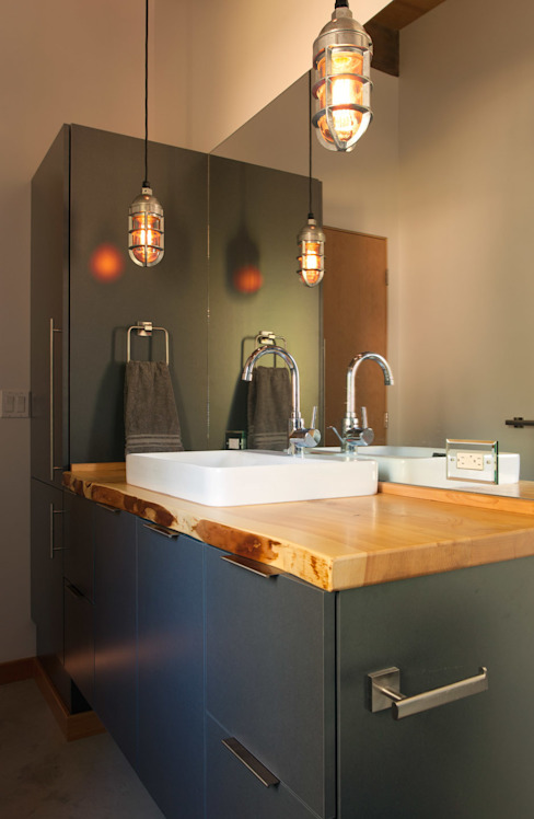Camp Hammer Modern bathroom by Uptic Studios Modern