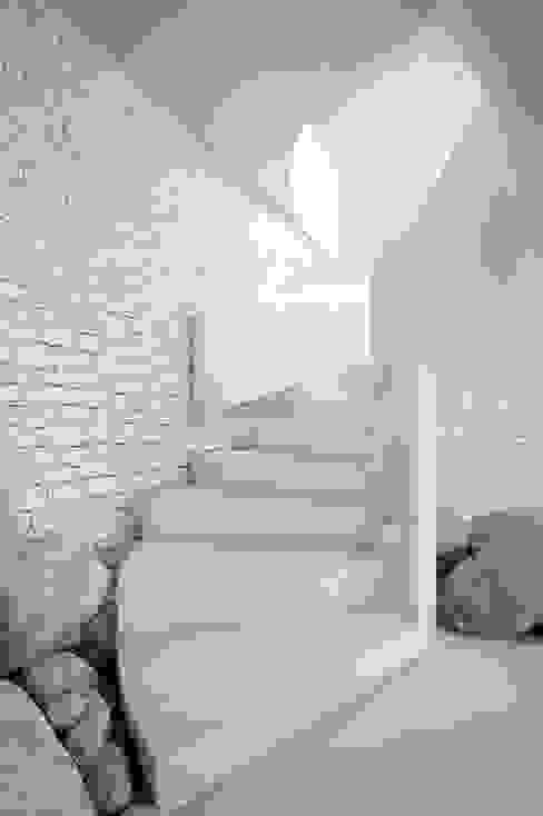 Modern walls & floors by Vardek Varlıbaş Dekorasyon Modern