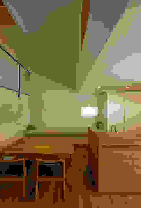Dining room by 浦瀬建築設計事務所, Modern