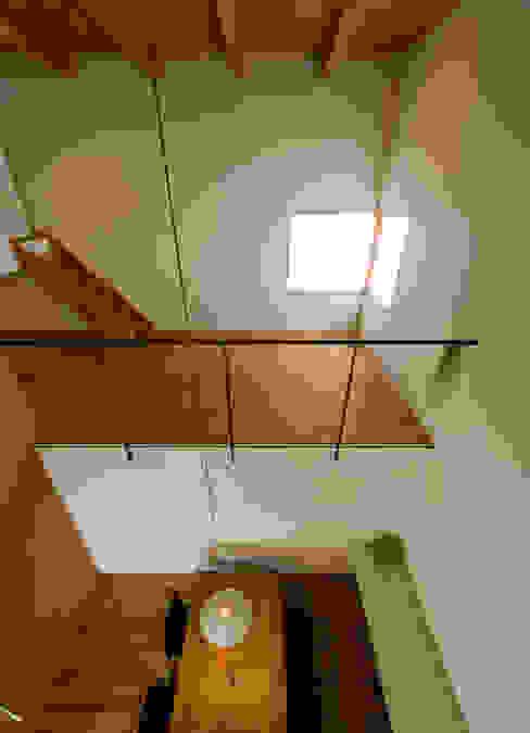 Chambre moderne par 浦瀬建築設計事務所 Moderne